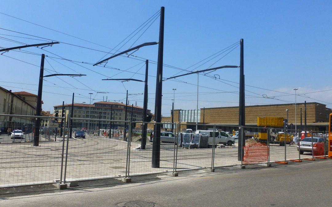 De paaltjes van de Discordia op het stationsplein in Florence
