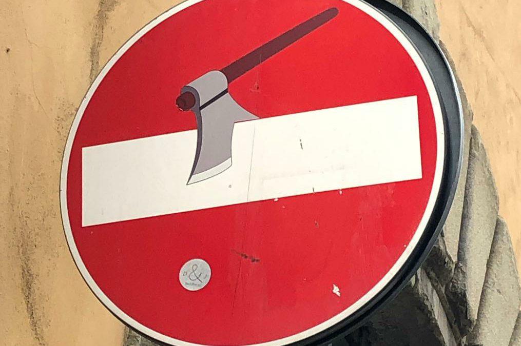 Clet Abraham, de street-artist van de verkeersborden, ook in Florence